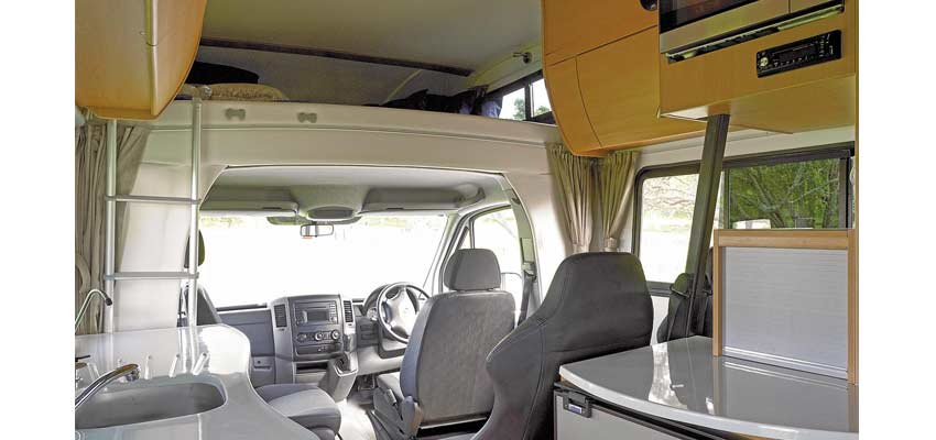 Campingcar-Kiwi-Outbounder-05.jpg